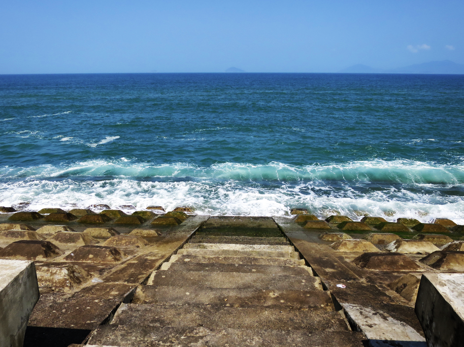..& ten minutes later along the ocean.