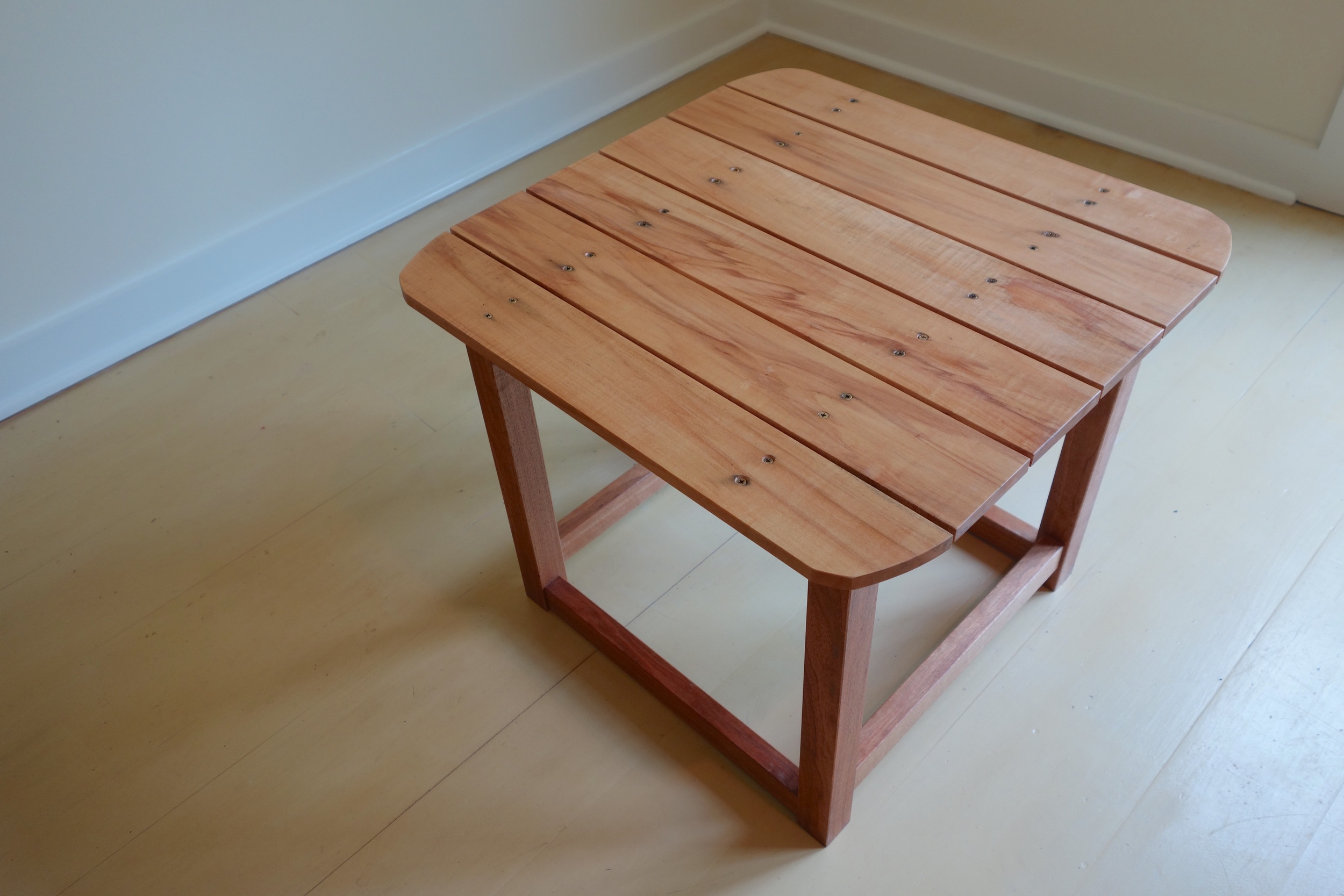 Cubie_Outdoor_Table_4.jpg