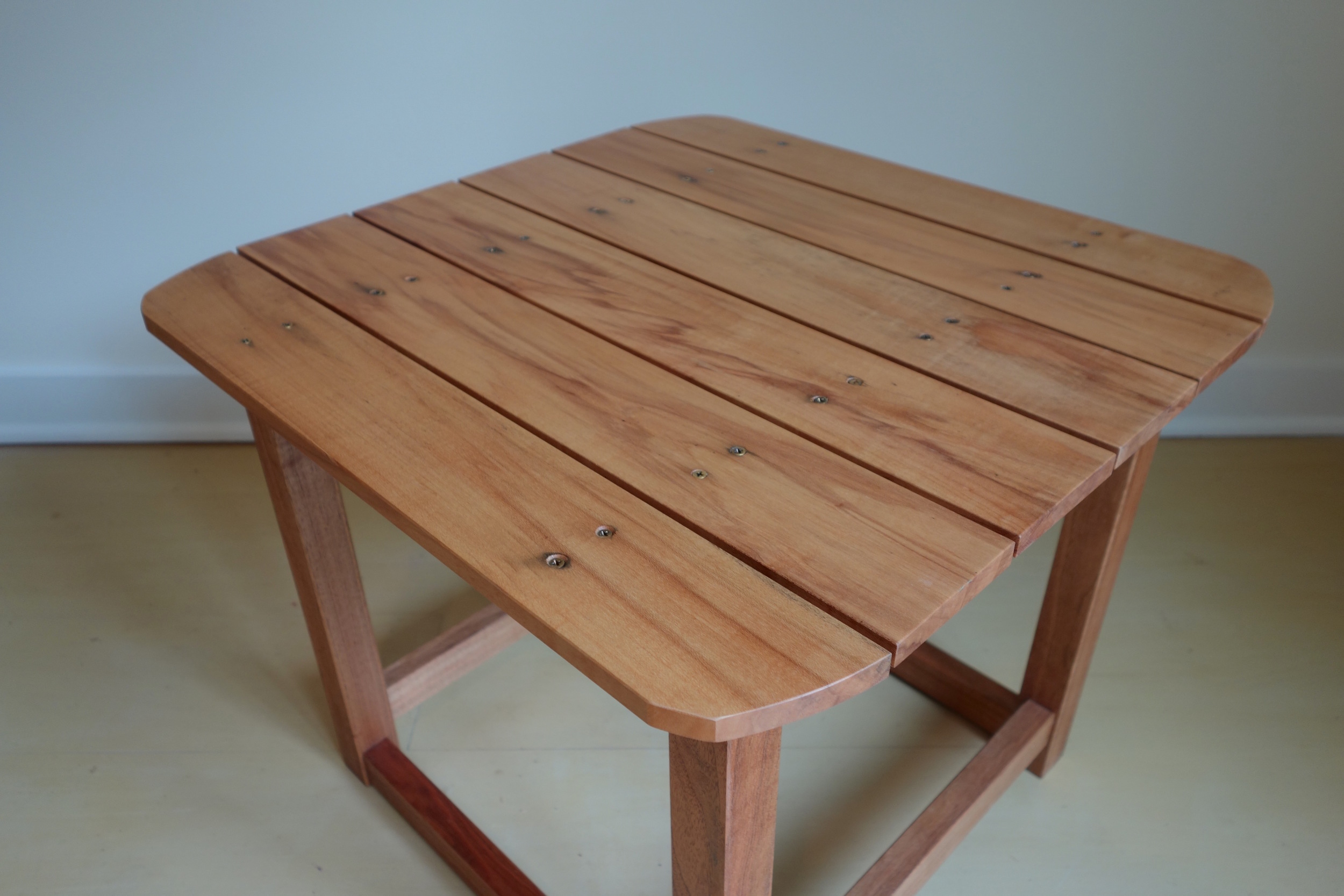 Cubie_Outdoor_Table_3.jpg