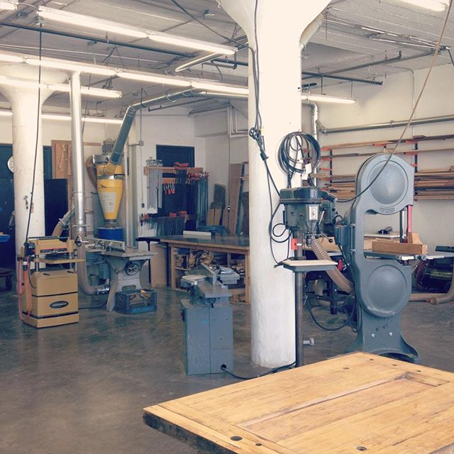 This is the newly named @alliedwoodshop, a kickass community woodworking studio in downtown LA. This morning, I took a tour with founder Laura Zahn and felt so inspired by her ambitious mission and creative energy. Allied offers classes for beginners as well as benches for established furniture makers. As usual, cool things are happening in California. As for me, I'm headed back to the barn tomorrow! #jawwoodshop #customfurniture #alliedwoodshop