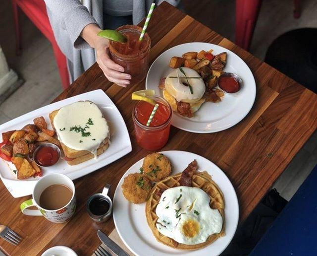 For anyone not partying down at Outside Lands today, swing by for our epic brunch! #strawsf