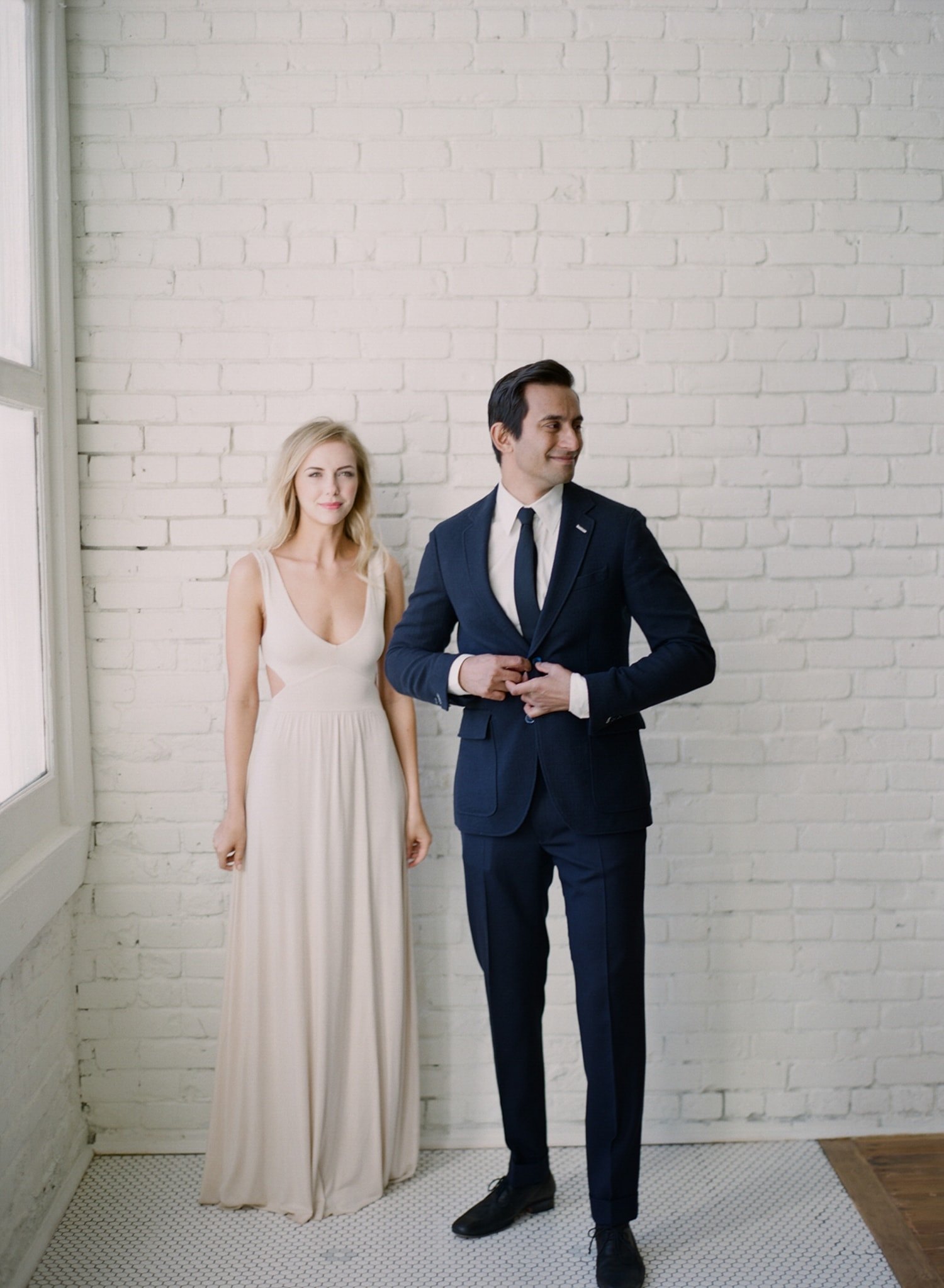 ONE_ELEVEN_EAST_MODERN_ENGAGEMENT_SHOOT_AUSTIN_TX_BY_MATTHEW_MOORE_PHOTOGRAPHY_00020.jpg