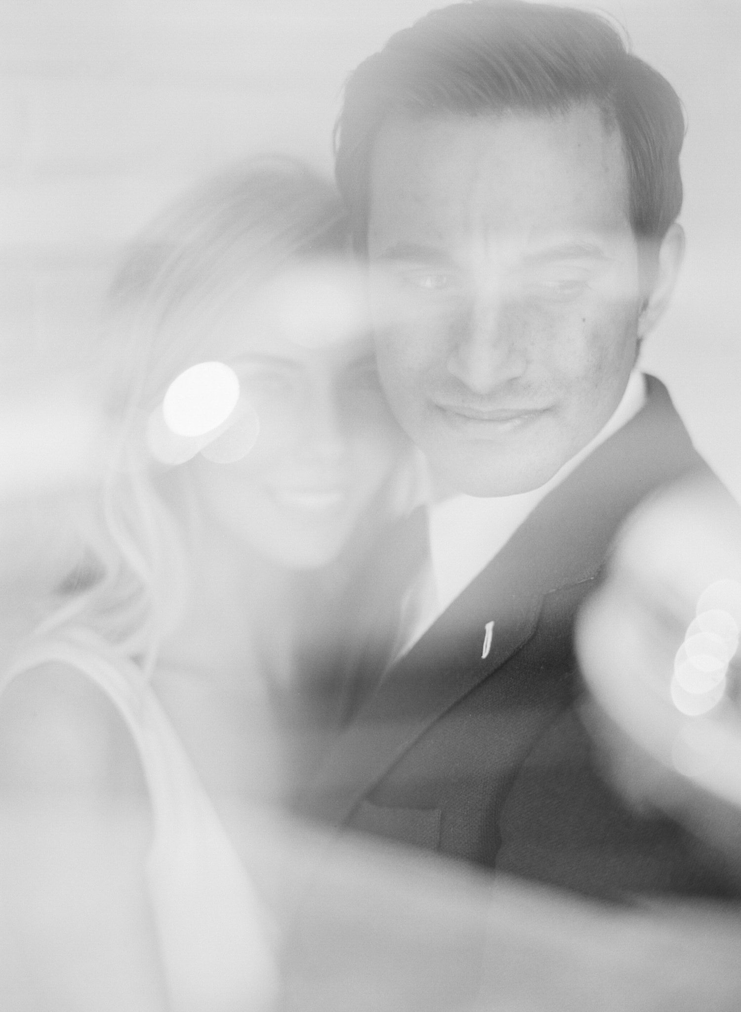 ONE_ELEVEN_EAST_MODERN_ENGAGEMENT_SHOOT_AUSTIN_TX_BY_MATTHEW_MOORE_PHOTOGRAPHY_00050-2.jpg