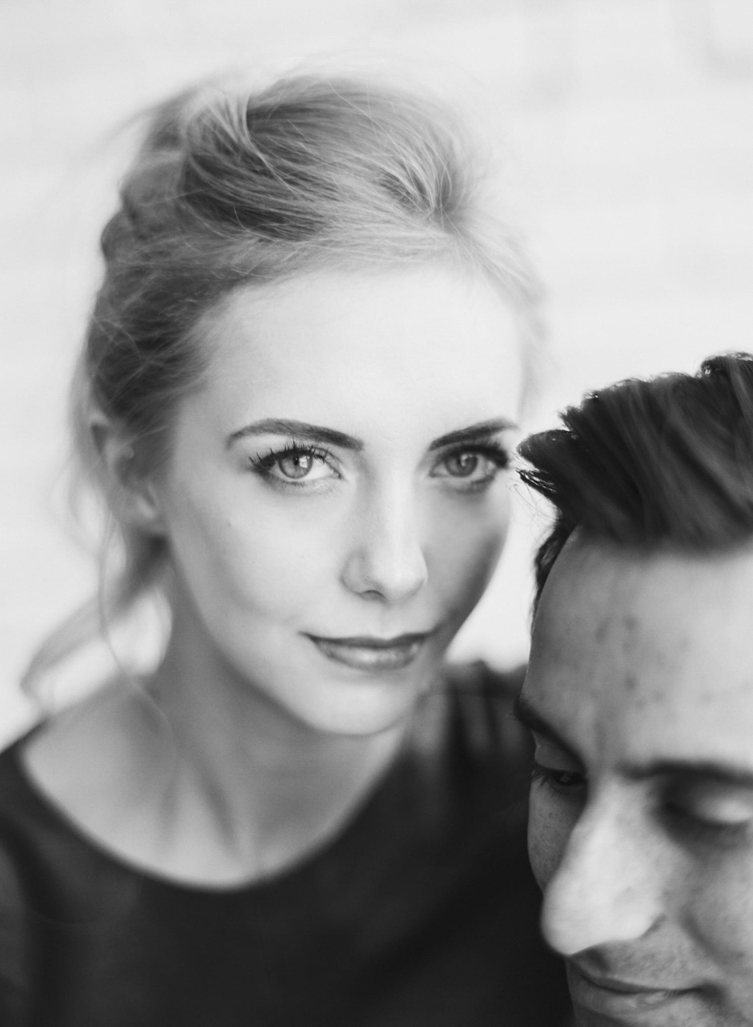 ONE_ELEVEN_EAST_MODERN_ENGAGEMENT_SHOOT_AUSTIN_TX_BY_MATTHEW_MOORE_PHOTOGRAPHY_00148.jpg