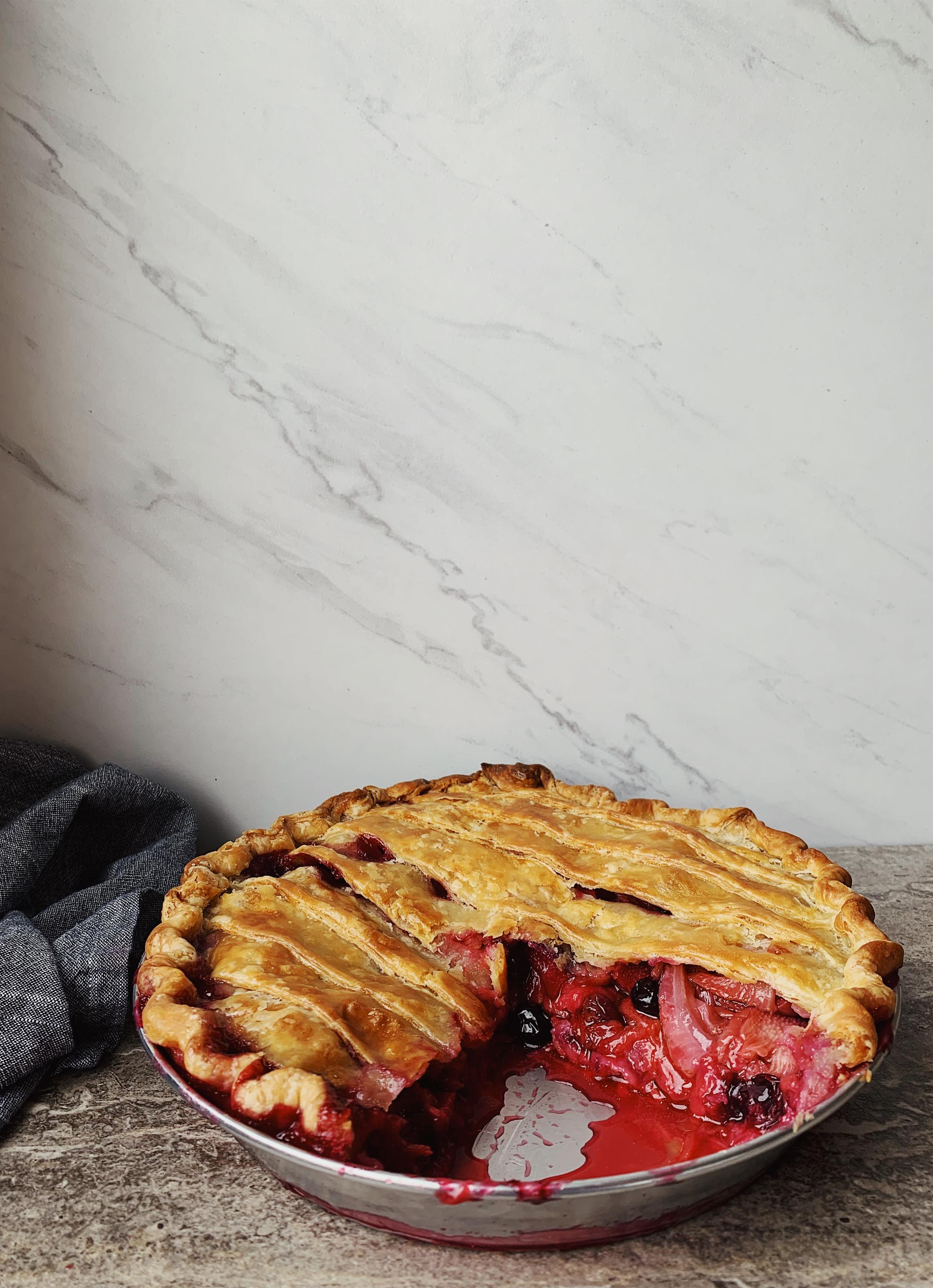 berryrhubarbpie1