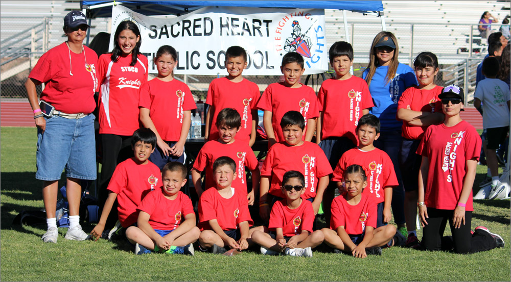 Team Photo © 2016 Maia Rothstein / sacredheartnogales.org. All rights reserved. This photo may not be re-posted, distributed or altered in any way.
