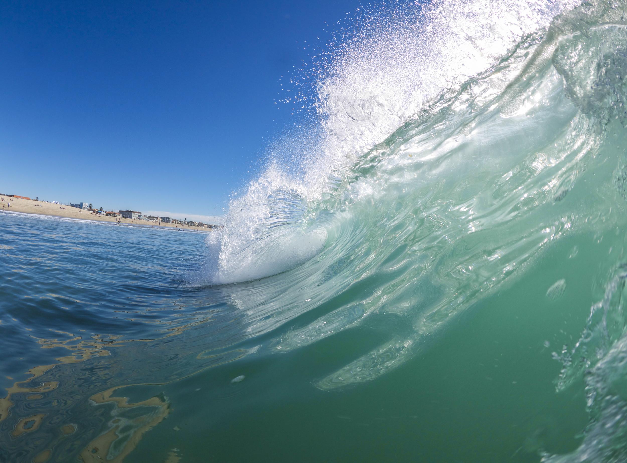 Hermosa Beach Pier Wave | Photo: Clark McNulty