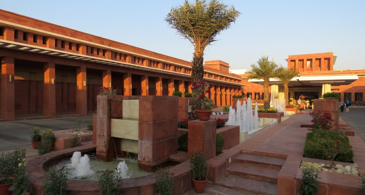 Jaypee Palace - The regal Jaypee Palace Hotel and Convention Centre, strategically located in the main tourist district of Agra, on Fatehabad is a glorious structural blend of red sandstone and marble spread over an unbounded 25 acres of elegantly landscaped luxuriant greenery. Sprinkled with enormous water bodies and endless walkways, this magical creation impeccably blends Mughal and contemporary architecture with modern amenities.