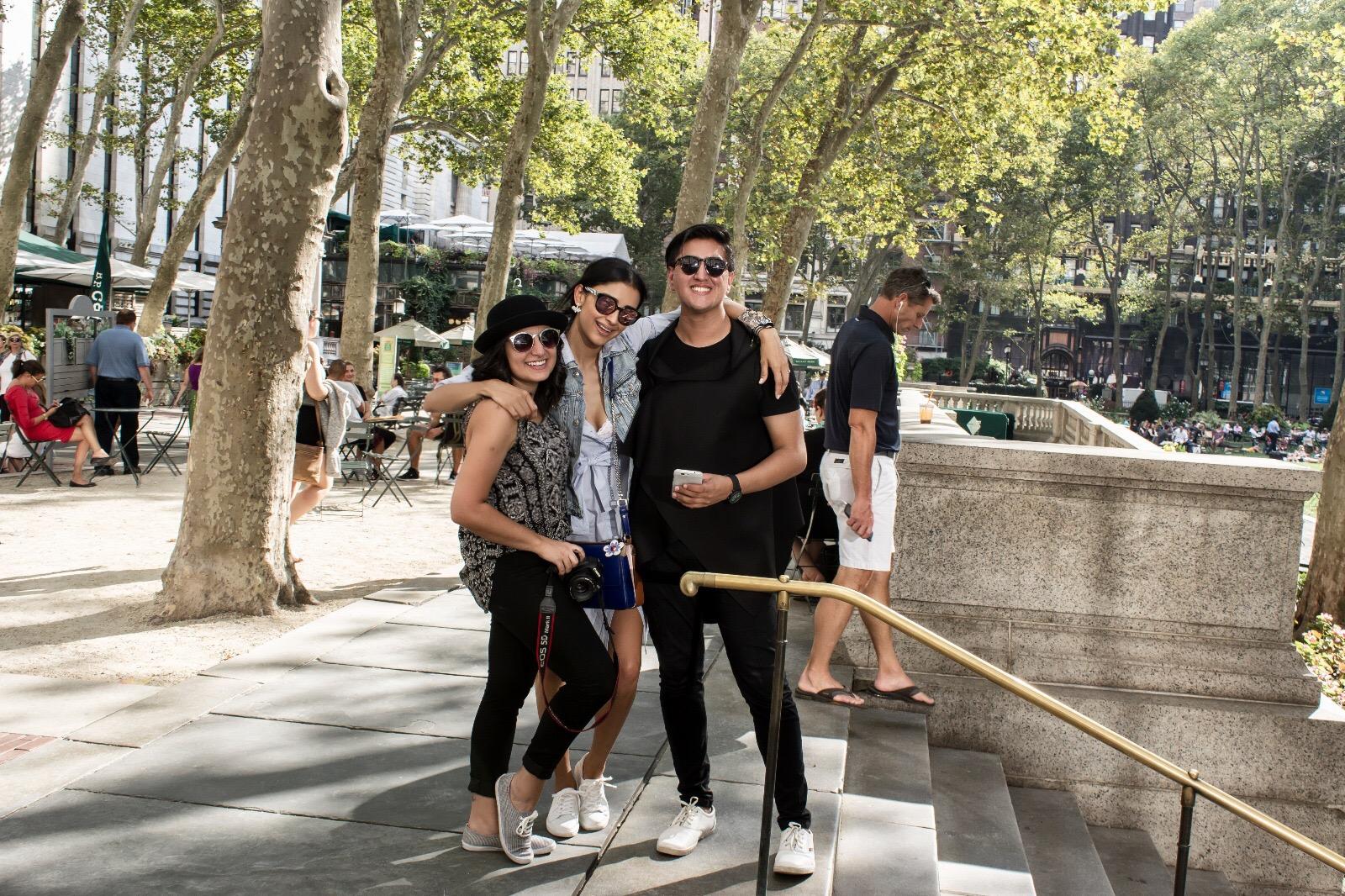 CAROLINE MAHOMAR, ATENAS HERNANDEZ & YO! - FOTO POR MI TRIPODE