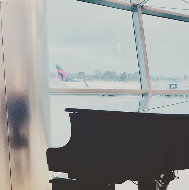 Every airport could do with at least one piano imho. #tarmac #potential #musicinourlives #sundance2018 bound
