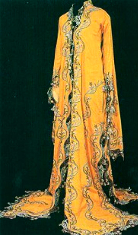 """19.yy.'da kullanılmış olan """"Canfes Üçetek""""(Sadberk Hanım Müzesi, Envanter No : 2654-K.72)"""