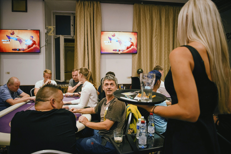Rebuy-Stars-Poker-001.JPG