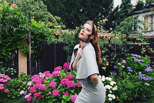 Secret garden🌺 . Model: @luckasrbova9  Designer: @pearlfashiondesigner  Headpieces: @fascinatorylb  MUA&Hair: @jancamakeupartist  Location: @hhotelsgroup  Photography:@shupolina_ . #fashionphotography #girl #vogue #numeromagazine #lamode #elegantmagazine #dazedmagazine #postmypicsticks #model #nonmodel #redhead #tendermag #fashionphotographer #queen #glamour #oldhollywood #hollywood #prague #czechgirl #czblogger #fashionblogger