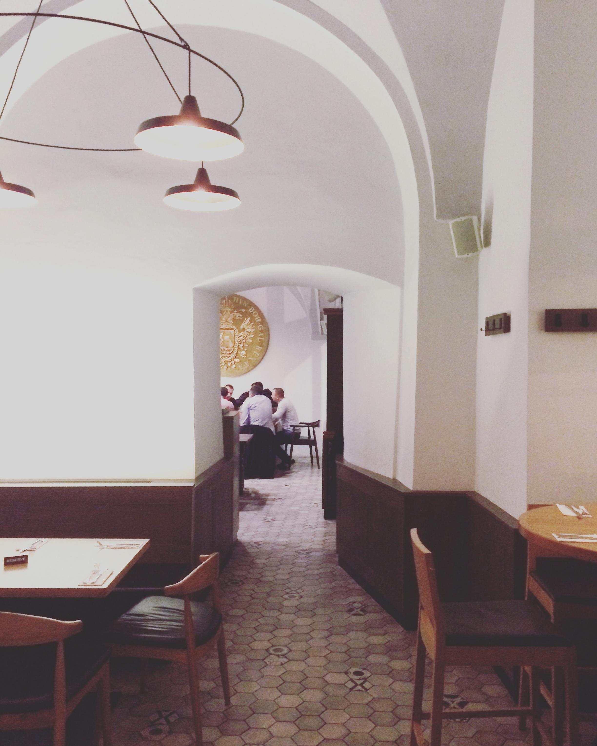 Ekte tsjekkisk mat ble servert på Restaurace MINCOVNA