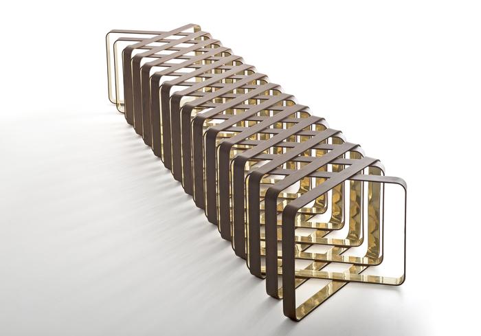 Vinneren av kategorien Stools & benches. Kansai designet av Estudio Ronald Sasson (Brazil)