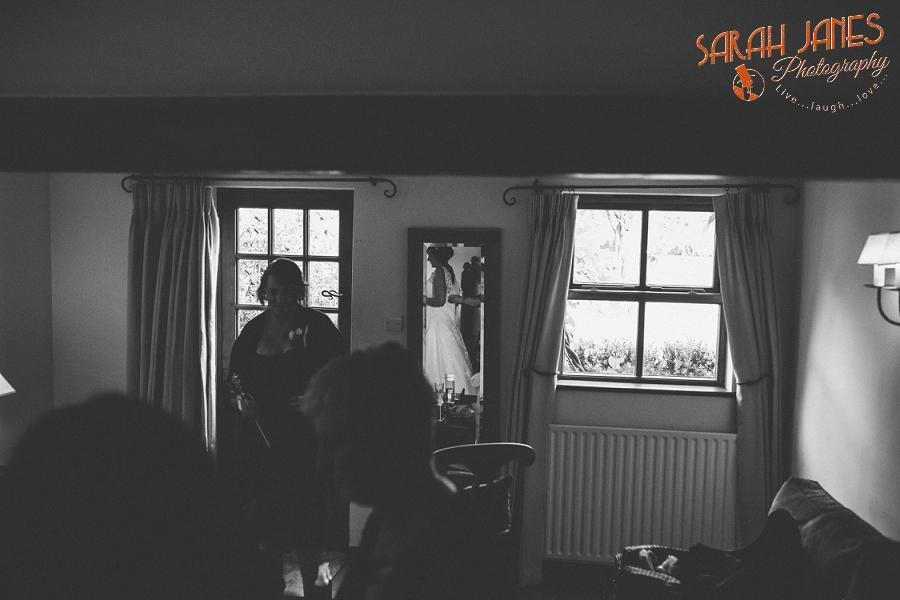 Sarah Janes Photography, Surrey wedding photography, wedding photography in Surrey, Wedding photography at Oaks Farm Weddings_0017.jpg