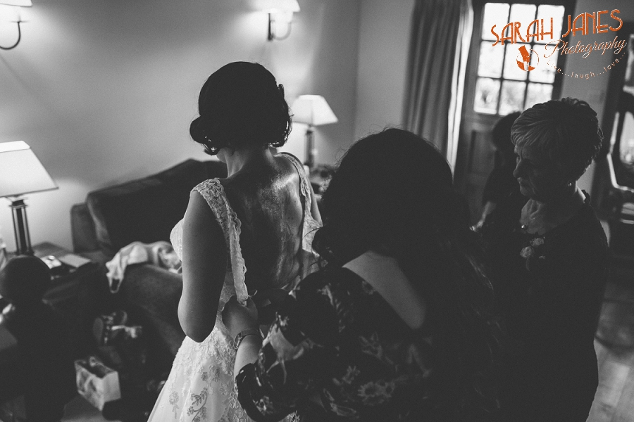 Sarah Janes Photography, Surrey wedding photography, wedding photography in Surrey, Wedding photography at Oaks Farm Weddings_0018.jpg