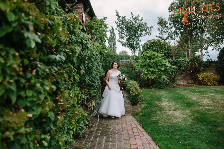 Sarah Janes Photography, Surrey wedding photography, wedding photography in Surrey, Wedding photography at Oaks Farm Weddings_0019.jpg