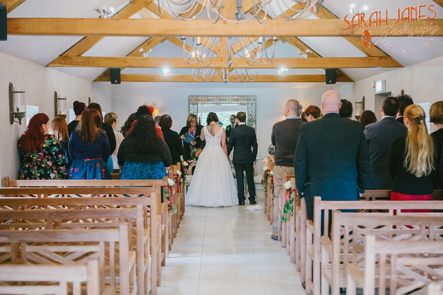 Sarah Janes Photography, Surrey wedding photography, wedding photography in Surrey, Wedding photography at Oaks Farm Weddings_0040.jpg