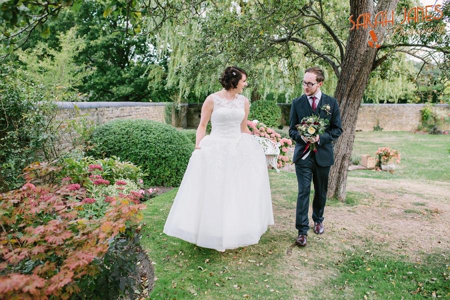Sarah Janes Photography, Surrey wedding photography, wedding photography in Surrey, Wedding photography at Oaks Farm Weddings_0044.jpg
