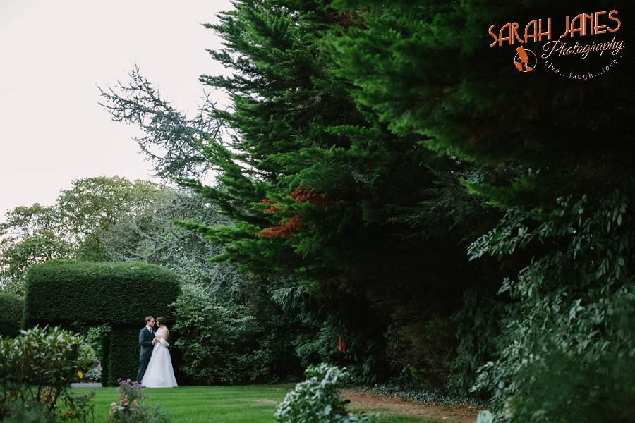 Sarah Janes Photography, Surrey wedding photography, wedding photography in Surrey, Wedding photography at Oaks Farm Weddings_0054.jpg