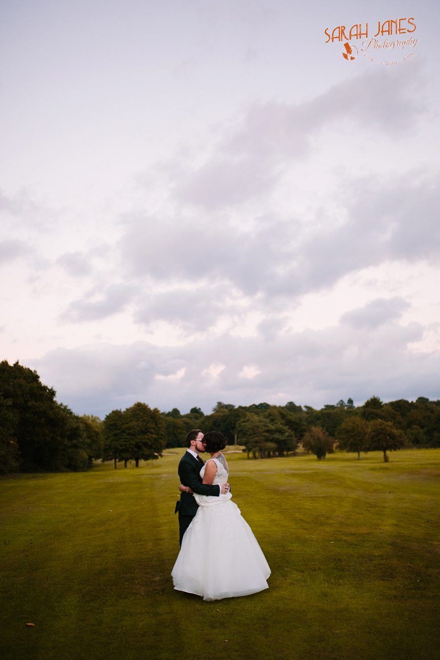 Sarah Janes Photography, Surrey wedding photography, wedding photography in Surrey, Wedding photography at Oaks Farm Weddings_0061.jpg