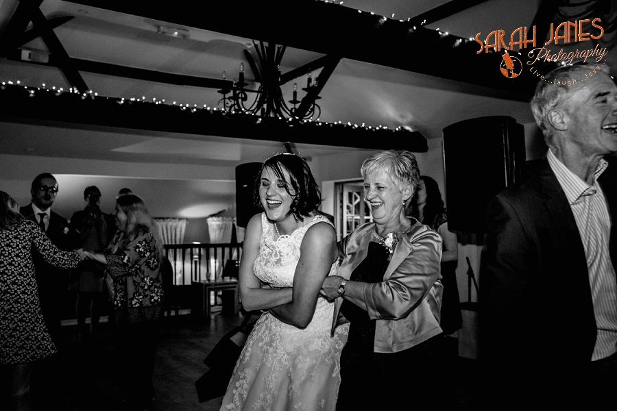 Sarah Janes Photography, Surrey wedding photography, wedding photography in Surrey, Wedding photography at Oaks Farm Weddings_0075.jpg