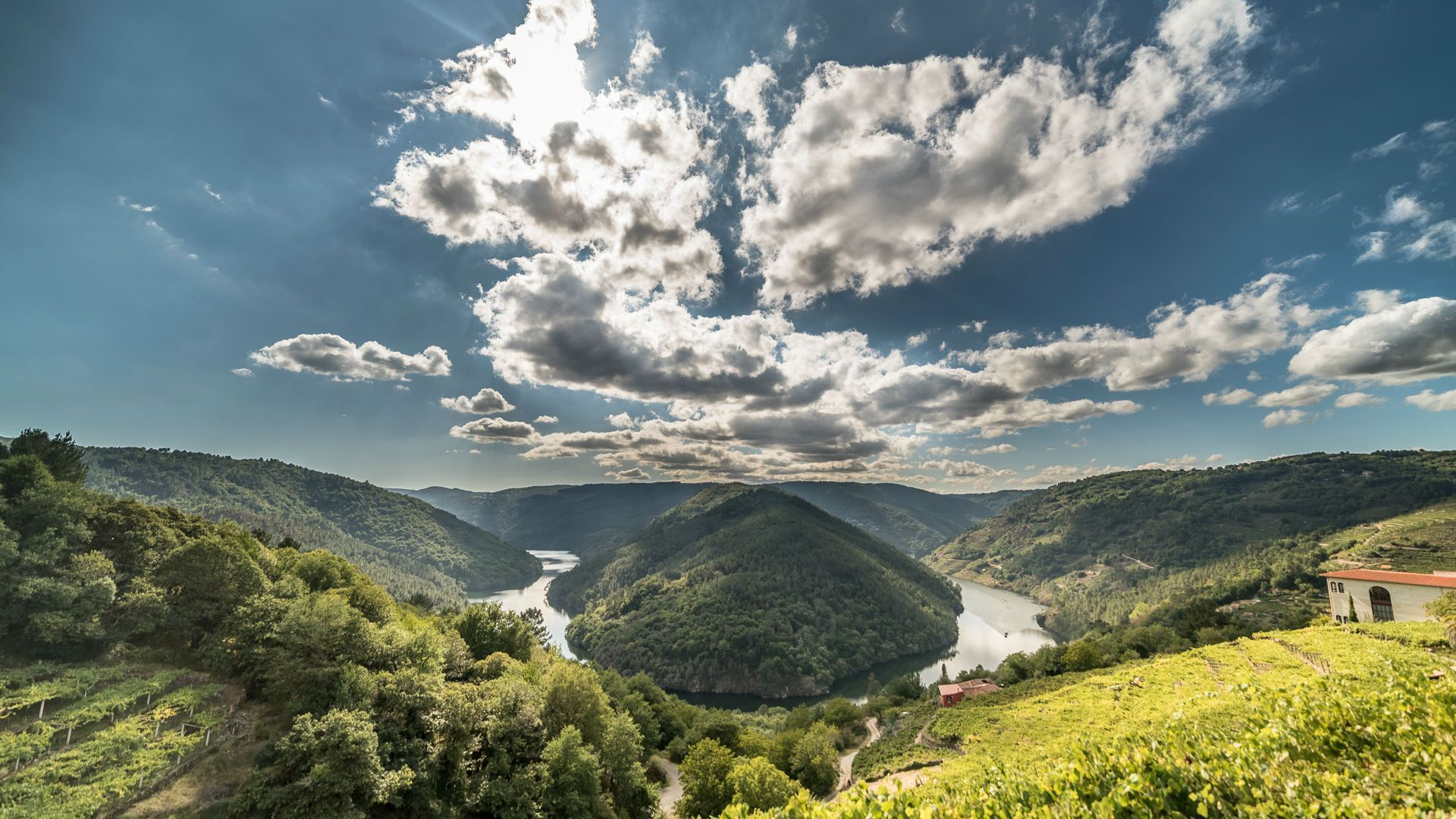 A bend in the Rio Sil in Ribeira Sacra