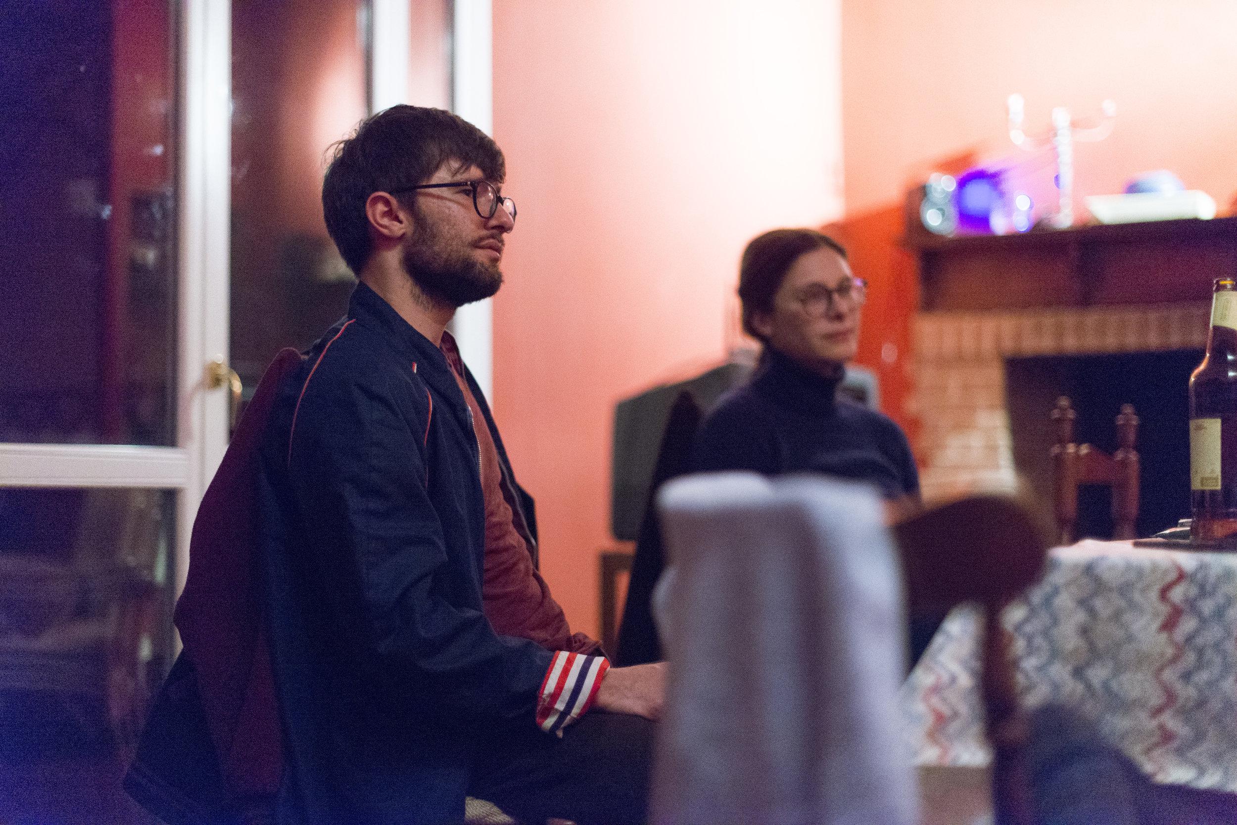 Intensive Gespräche abends bei einem Bierchen.(Foto: Mario Fuchs)