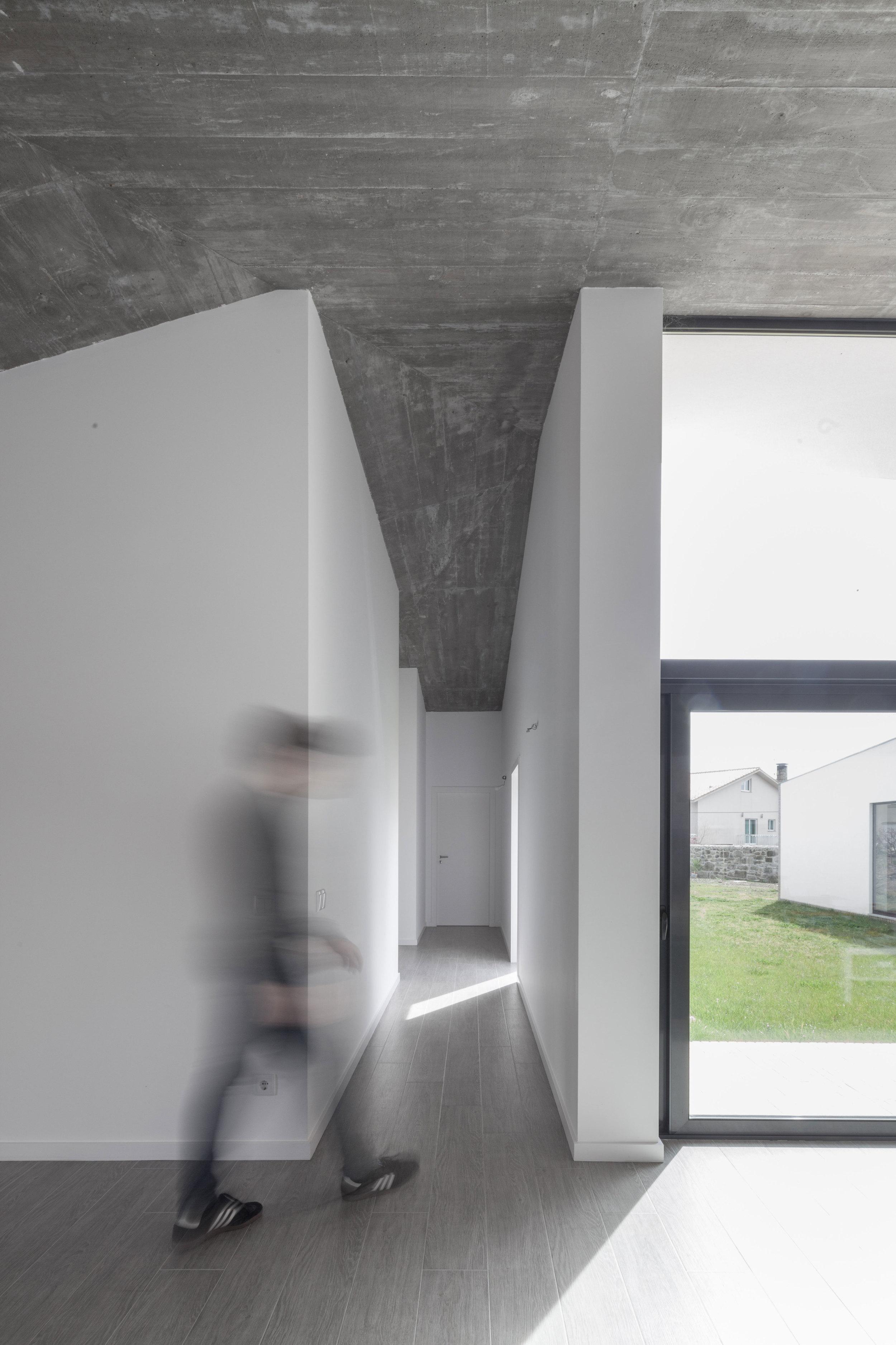 PROD_Open_patio_house_corridor_view_2.jpg