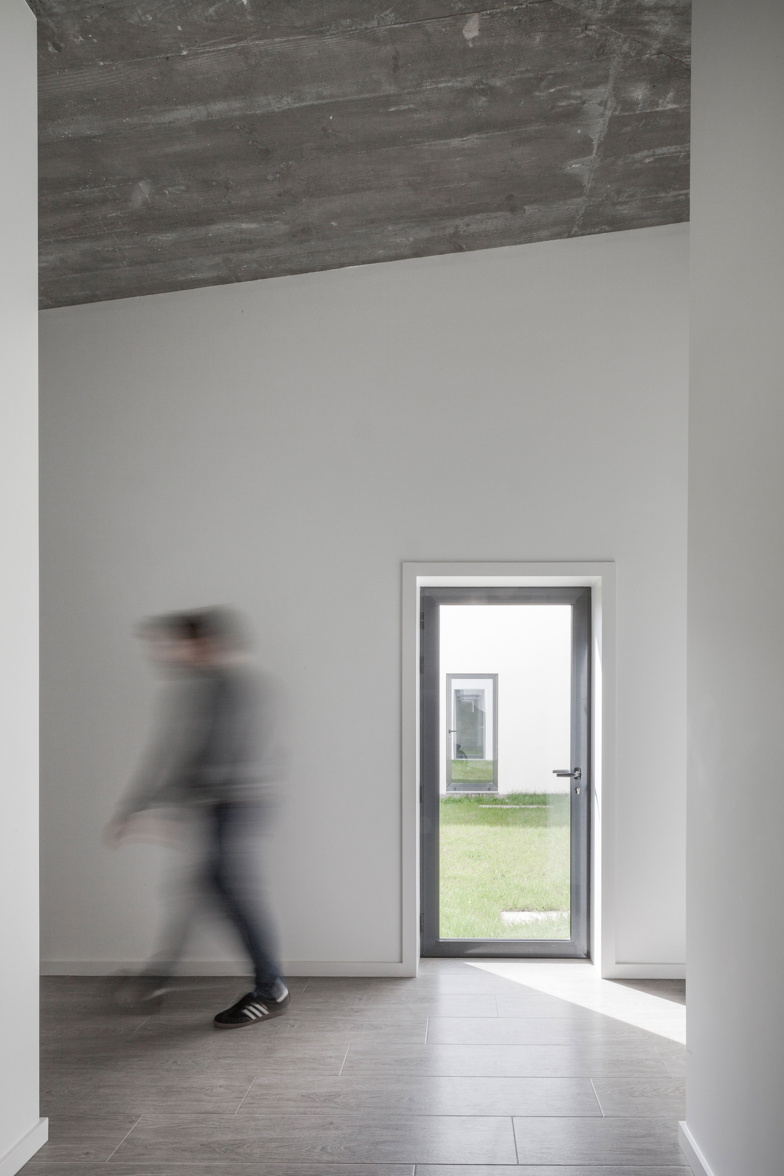 PROD_Open_patio_house_corridor_view1.jpg