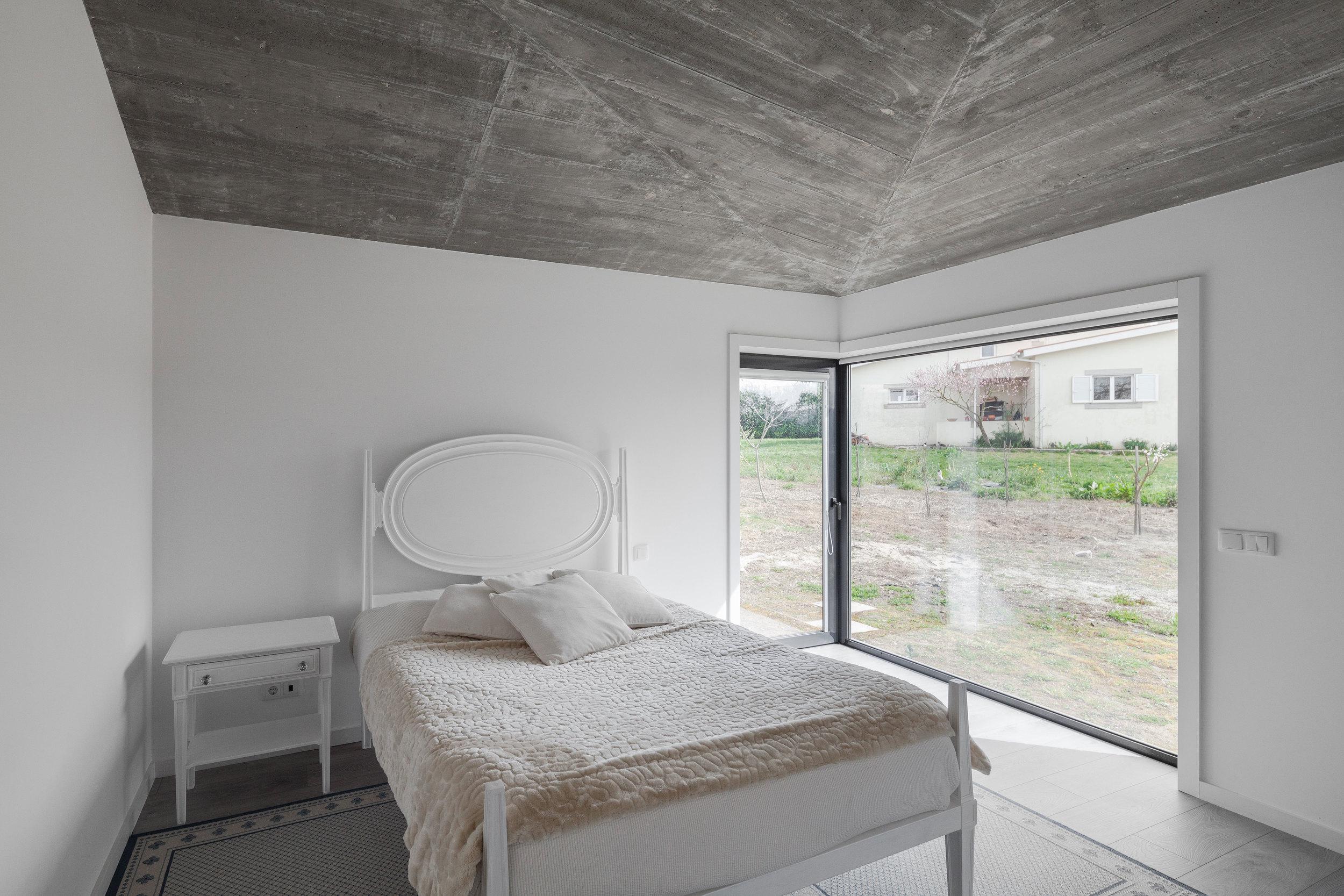 PROD_Open_patio_house_corner_bedroom.jpg