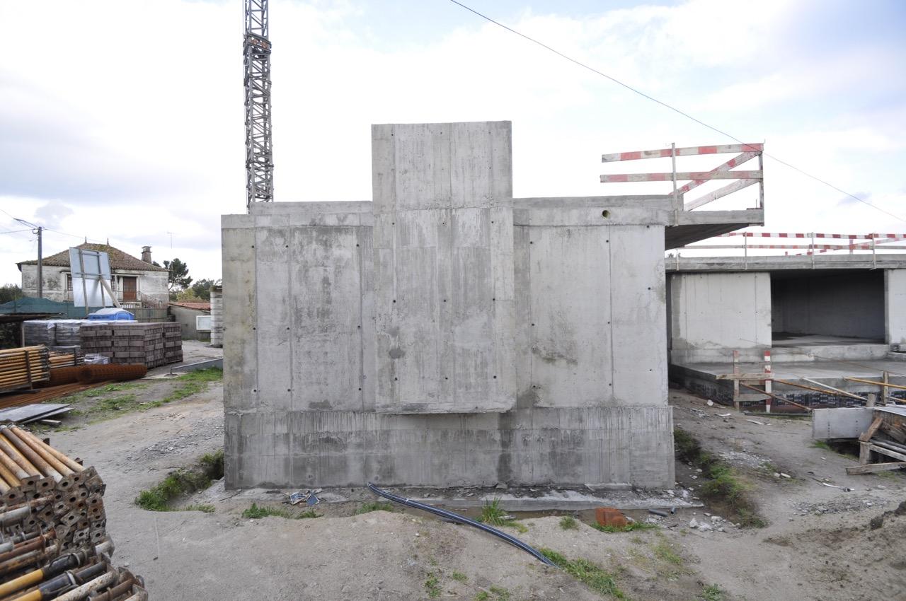 Esposende House Concrete  south facade chimney.jpg