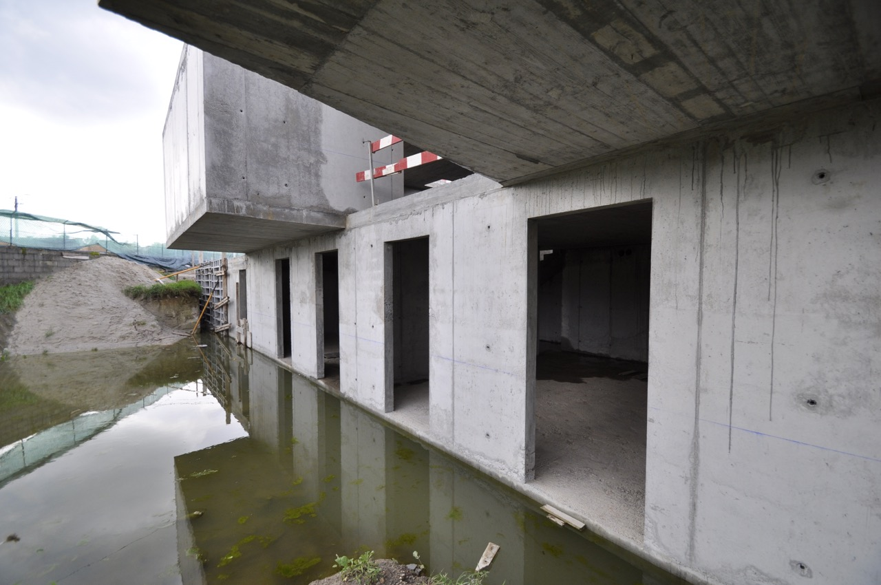 Esposende House Concrete basement exterior.jpg