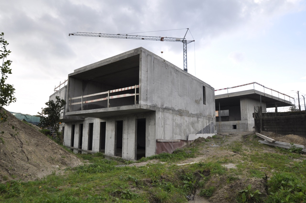 Esposende House Concrete east facade 1 .jpg