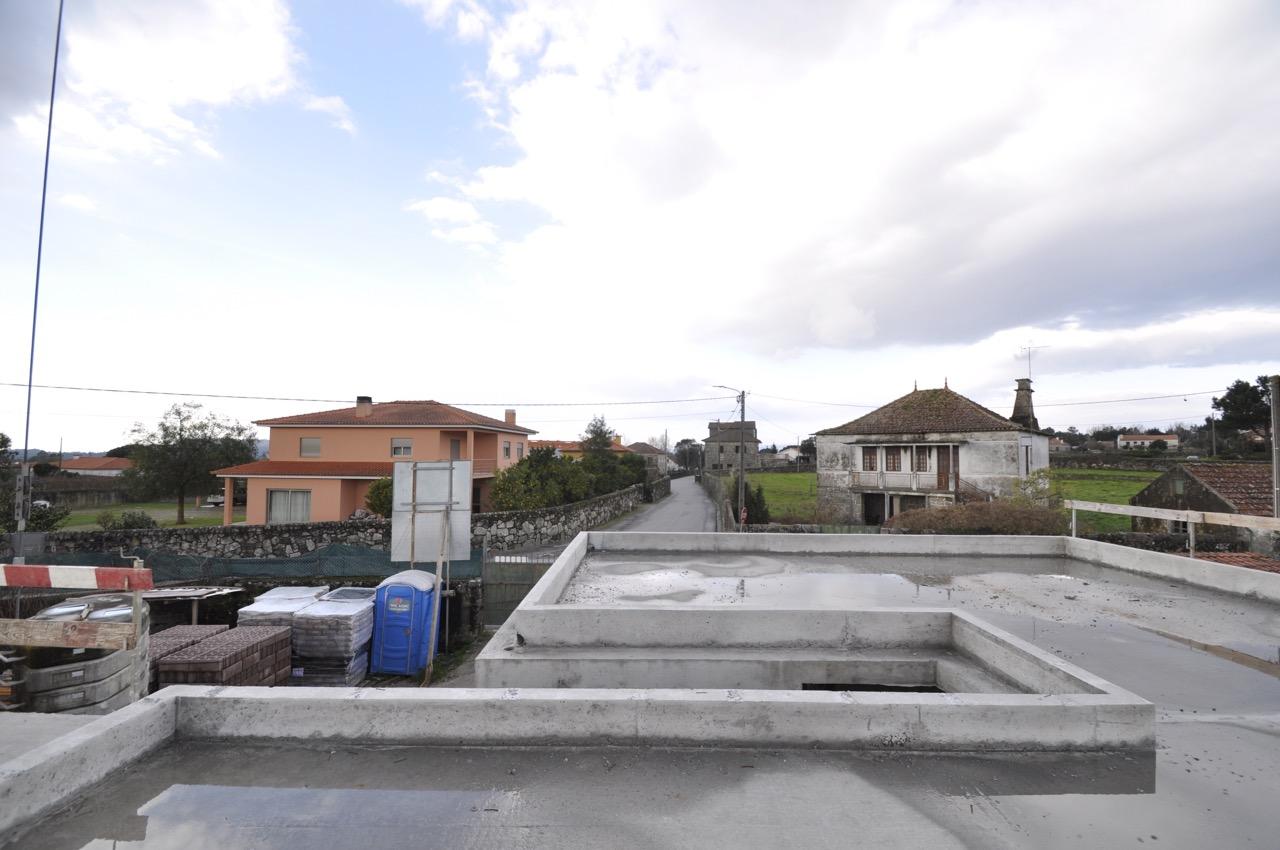 Esposende House Concrete rooftop.jpg