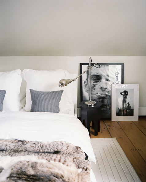 Faux fur throw, check, textured cushions, check, statement lamp, quirky side table, check, stunning artwork just hanging on the floor, check... Image source: Lonny Magazine
