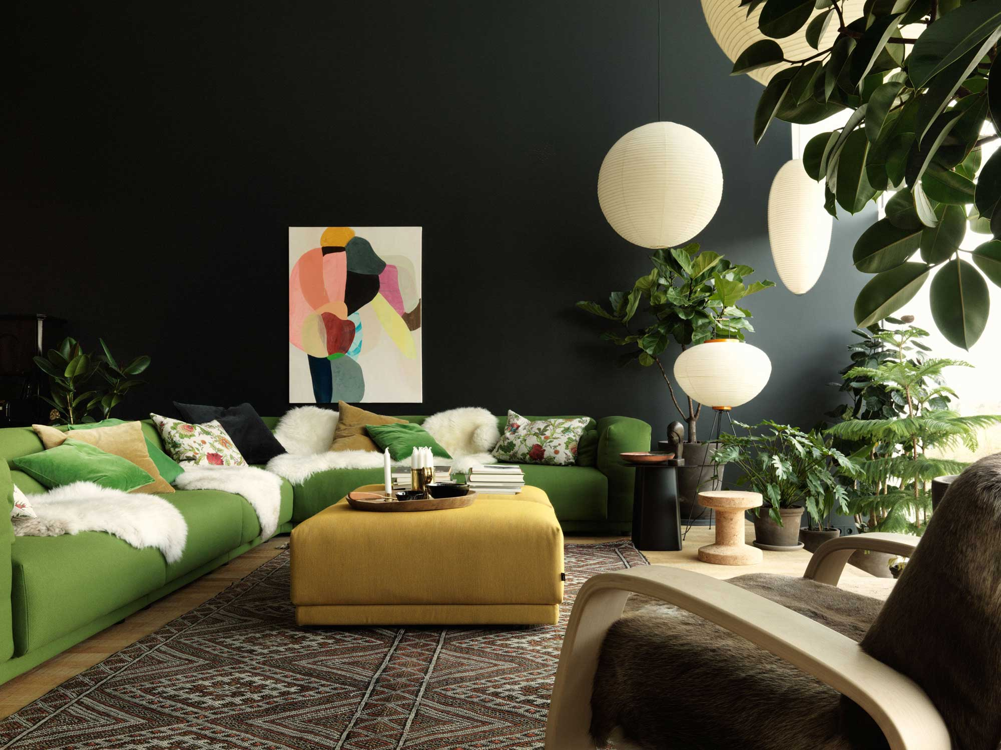 One of the stunning spaces designed by Ilse Crawford: green on black, a match made in heaven ( Photography: Studio Ilse)
