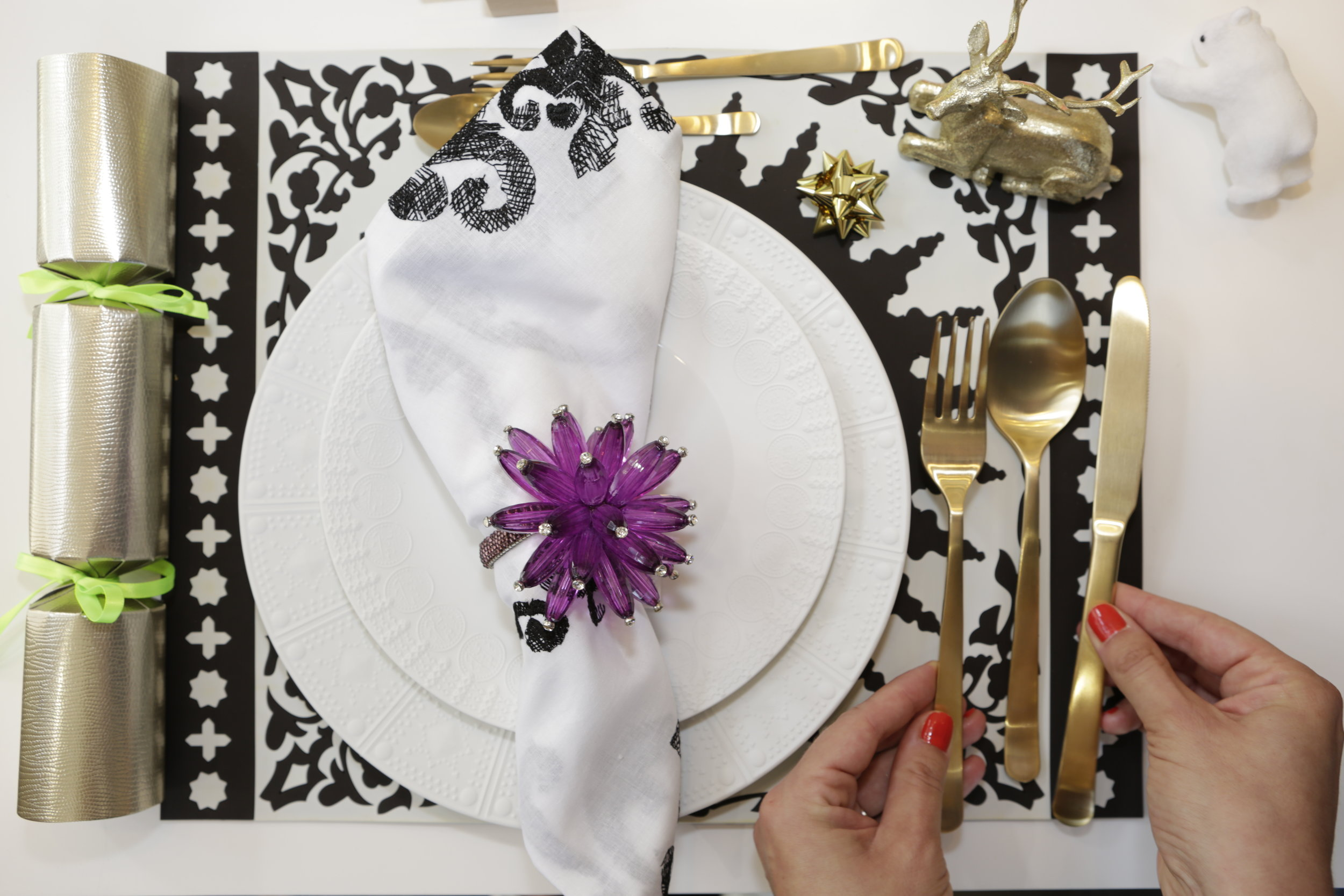 Monochrome with a touch of purple, because well, Pantone colour of the year and all! PS: That bloody knife went rogue again...