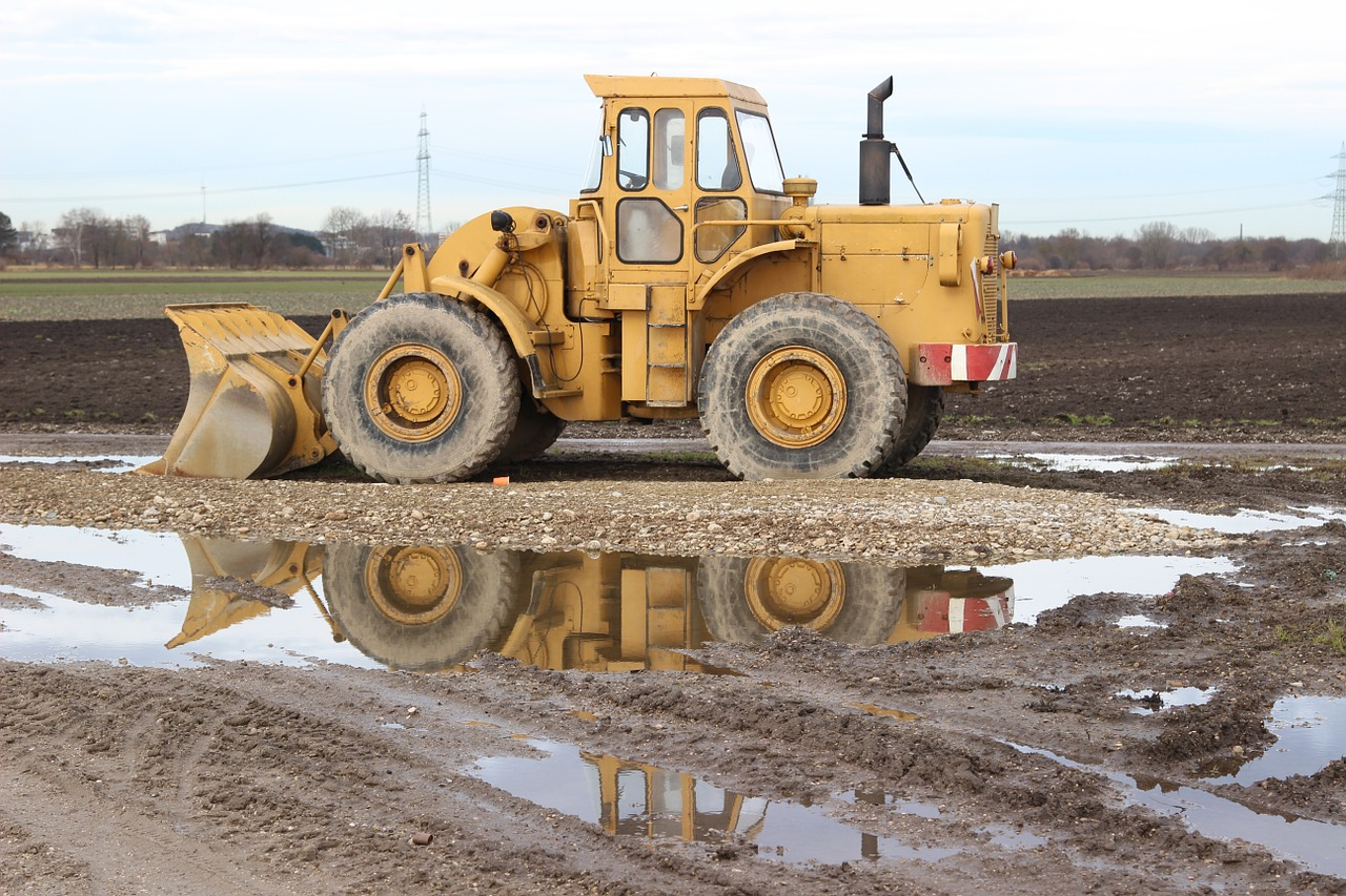 Water-Out-Farm-Farming-Industry-Tractor-Equipment-598437.jpg