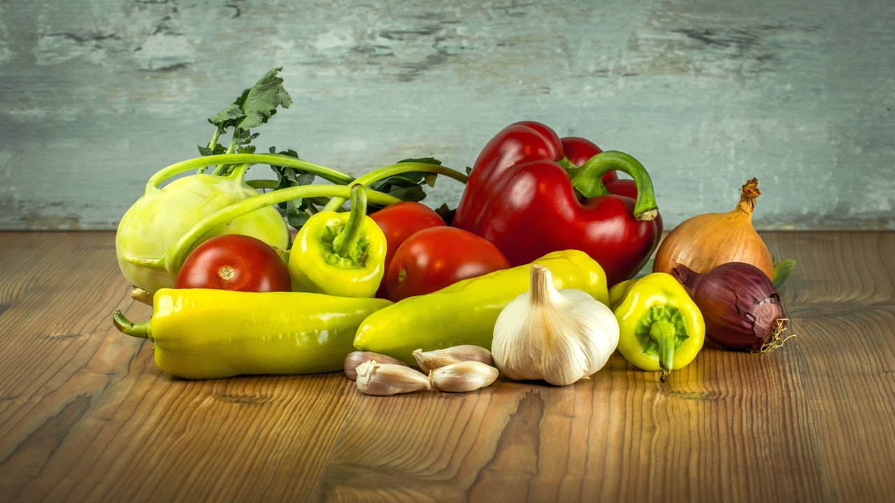 vegetables-tomatoes-pepper-paprika-161723.jpeg