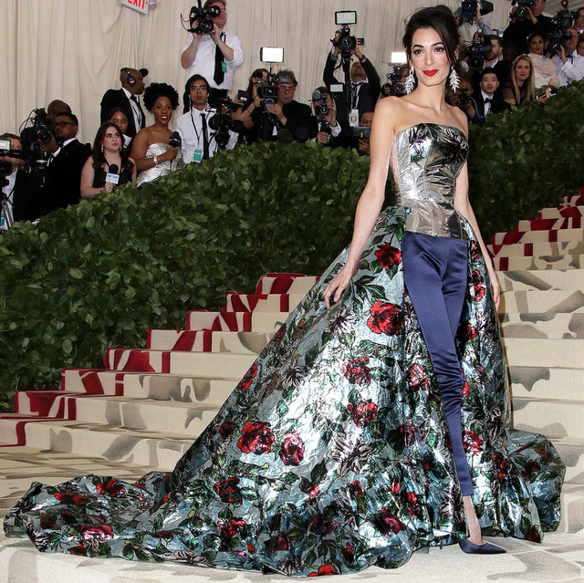 Amal Clooney Roses.png