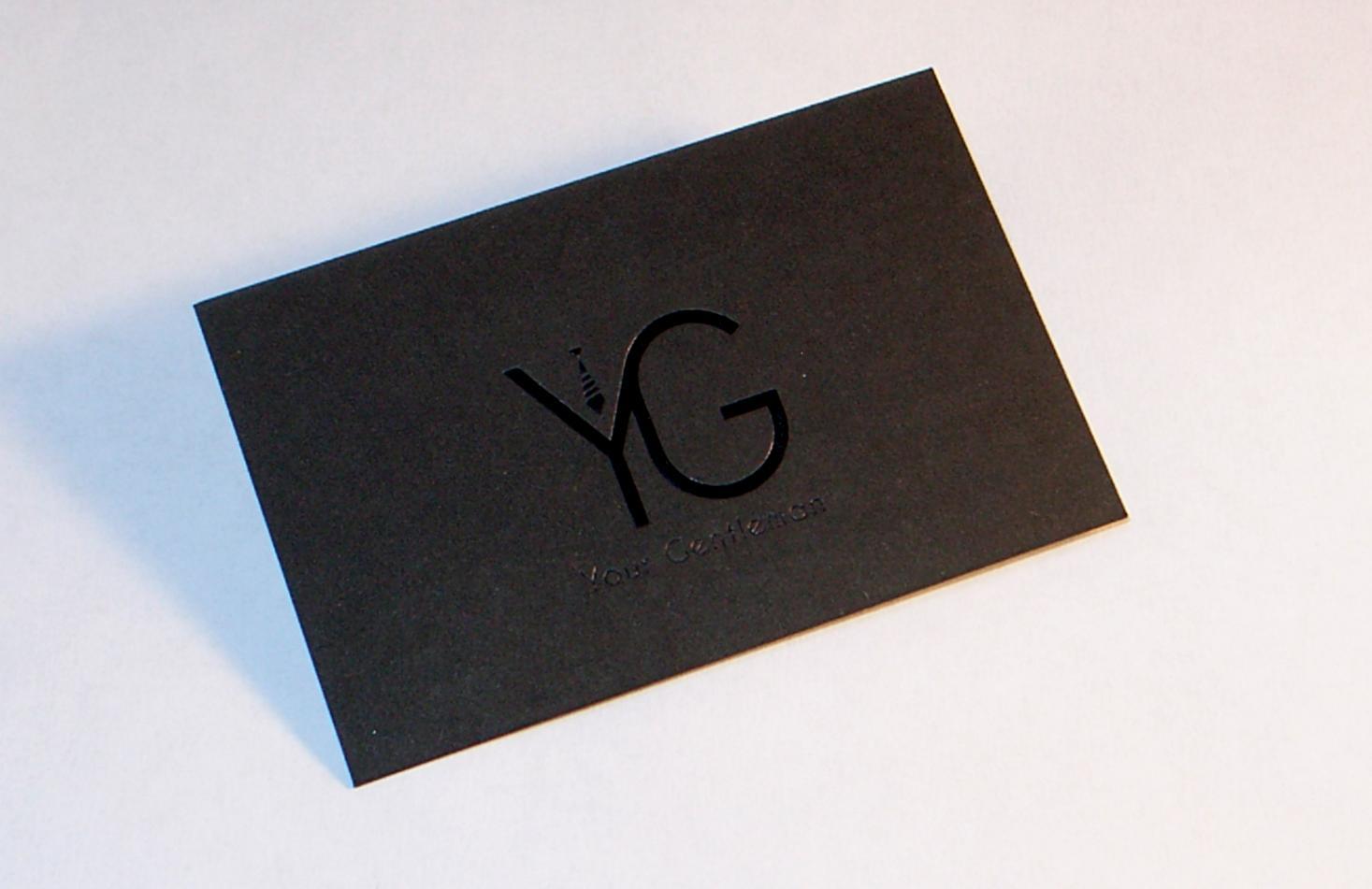 biglietto da visita stampato nero su nero a caldo