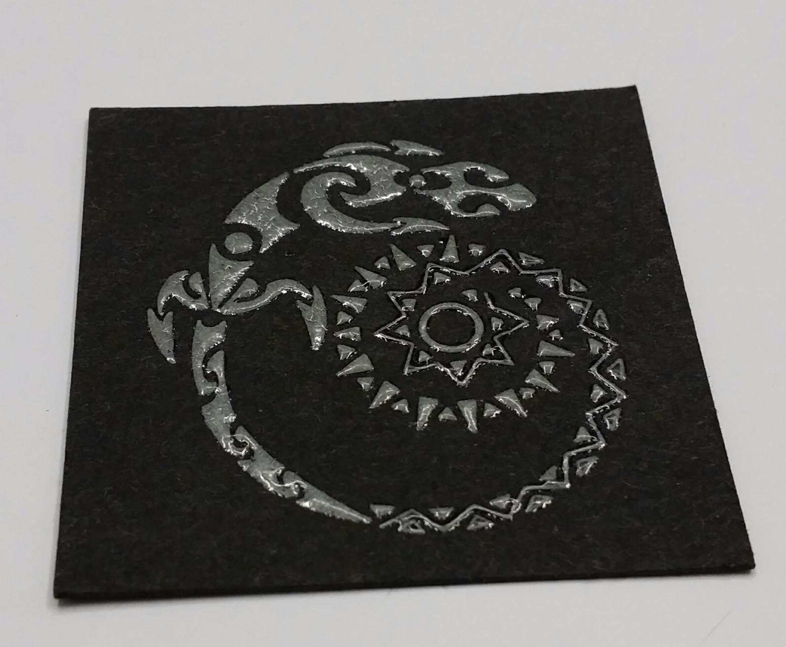 biglietto da visita stampato argento su nero in termorilievo