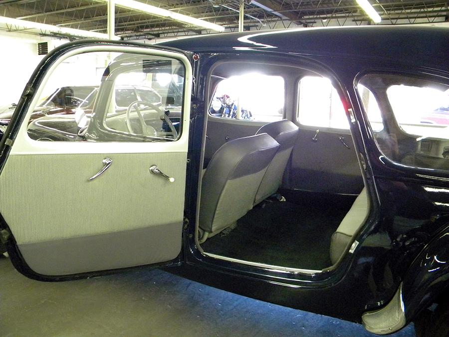 1956 Citroen Tracktion Avant backseat.jpg