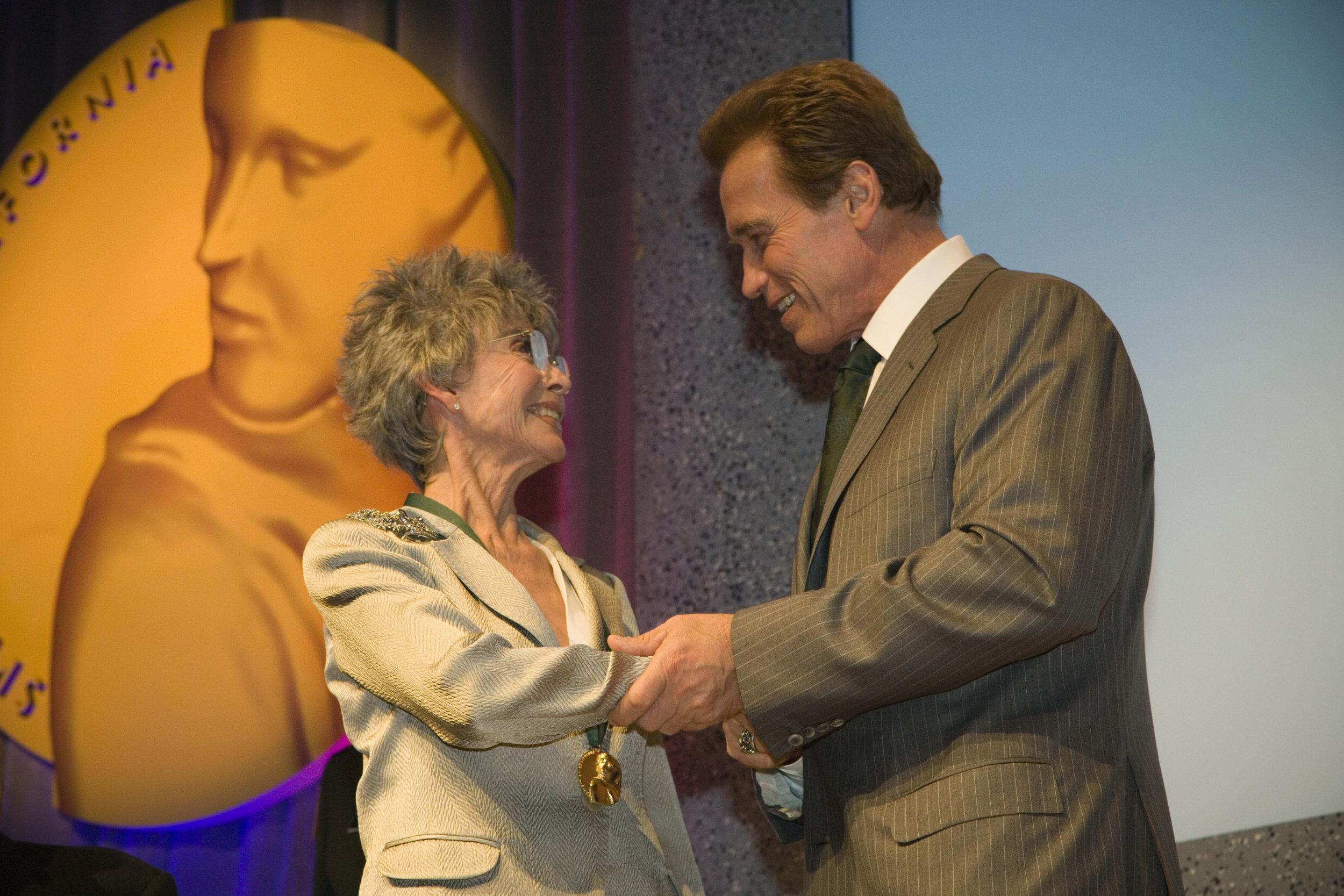 Governor Arnold Schwarzenegger congratulates Rita Moreno upon her induction into the California Museum Hall of fame.