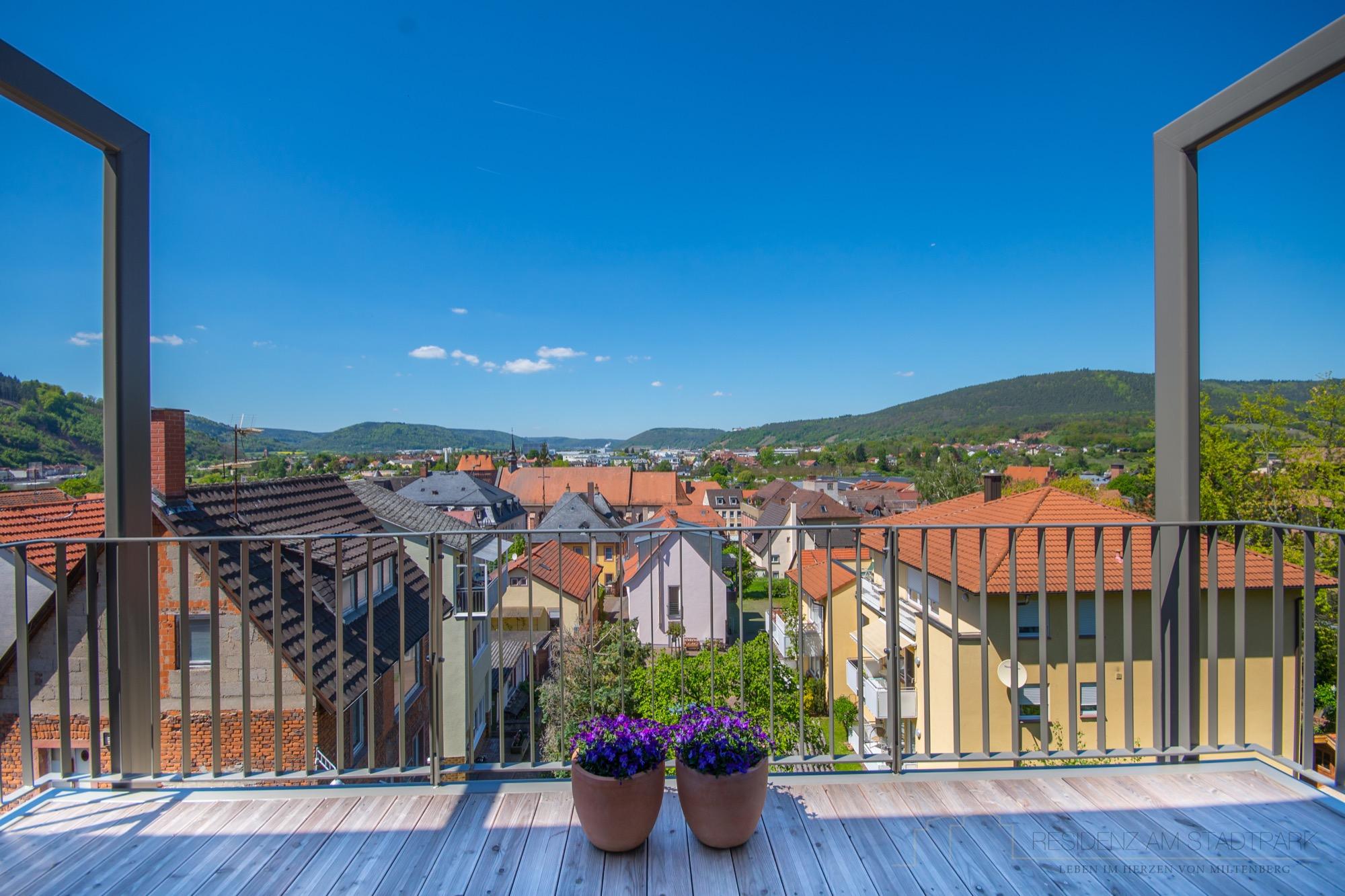 Traumhafter Blick vom Balkon unserer Musterwohnung.jpg