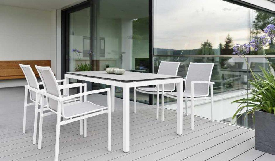 SKELBY-białe-krzesła-plenerowe-STERN-3-940x550.jpg