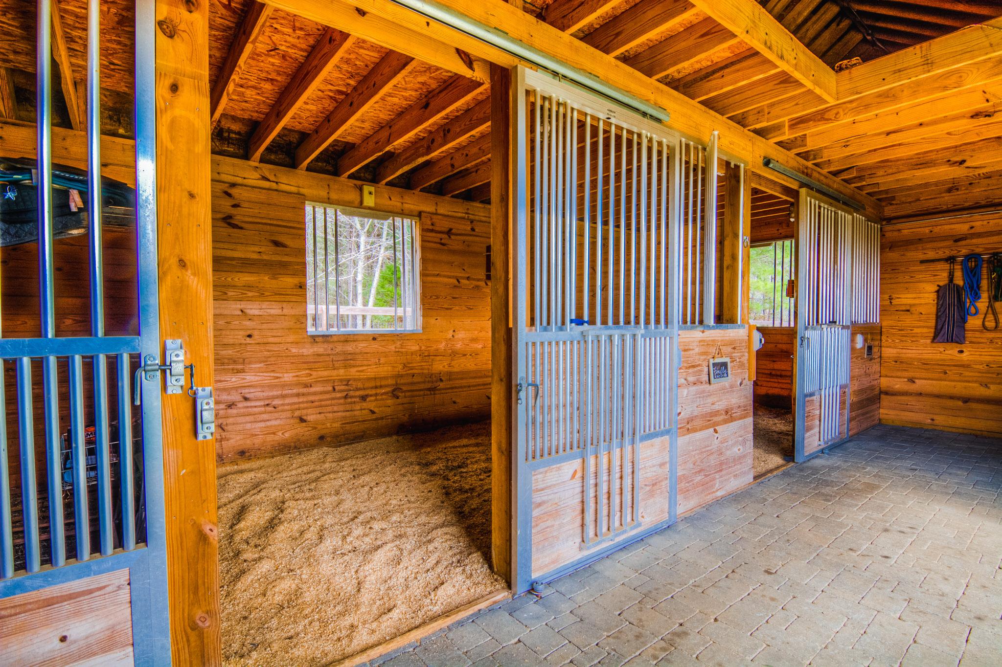 6822 Windchase Dr Goldsboro Horse Stable
