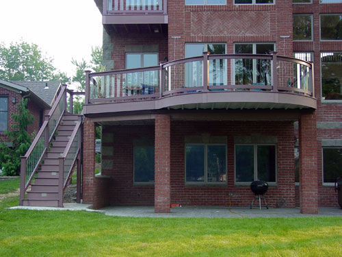 Curved TimberTech railing with glass balusters